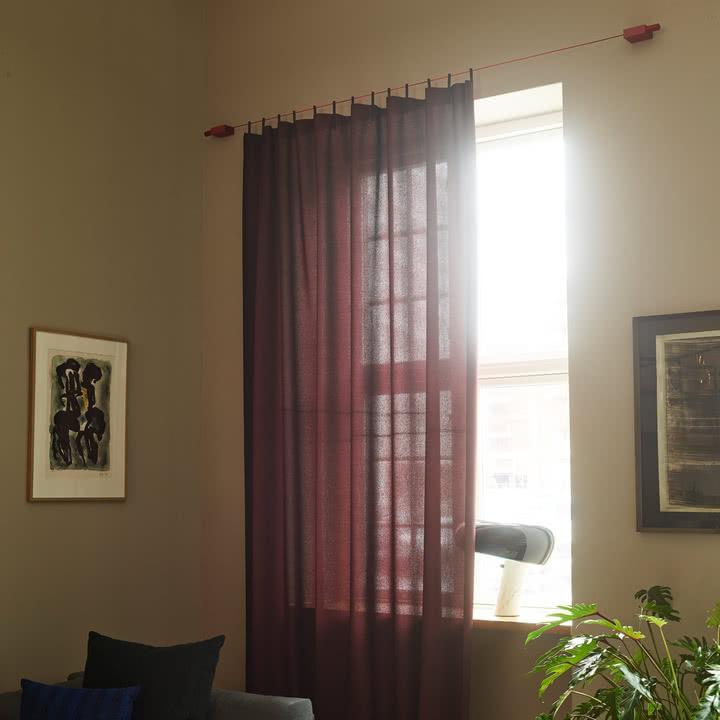 Roter Ready Made Curtain von Kvadrat in 200 x 290 cm