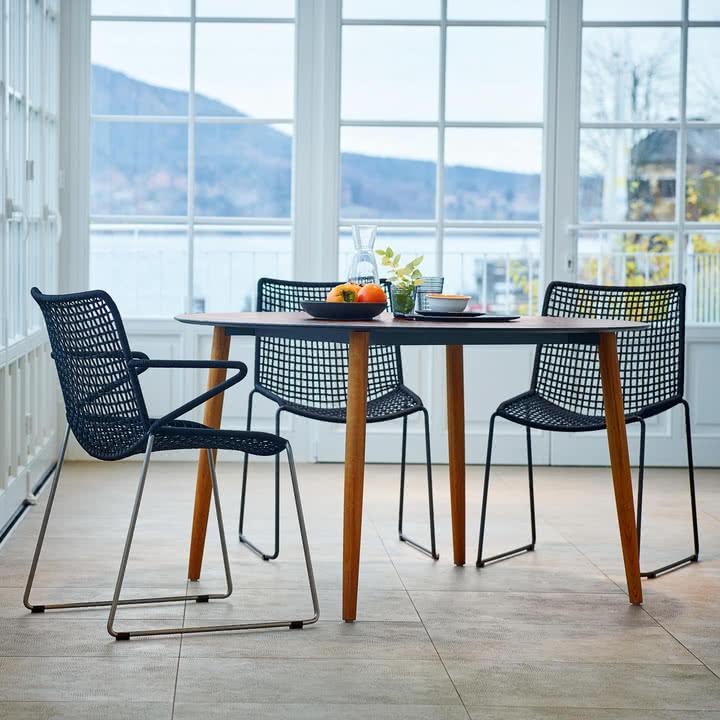 Slope Tisch mit Stühlen von Weishäupl