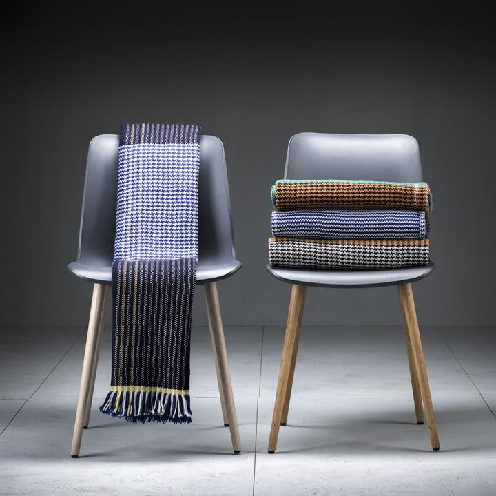 Ruana Wolldecke mit Stühlen