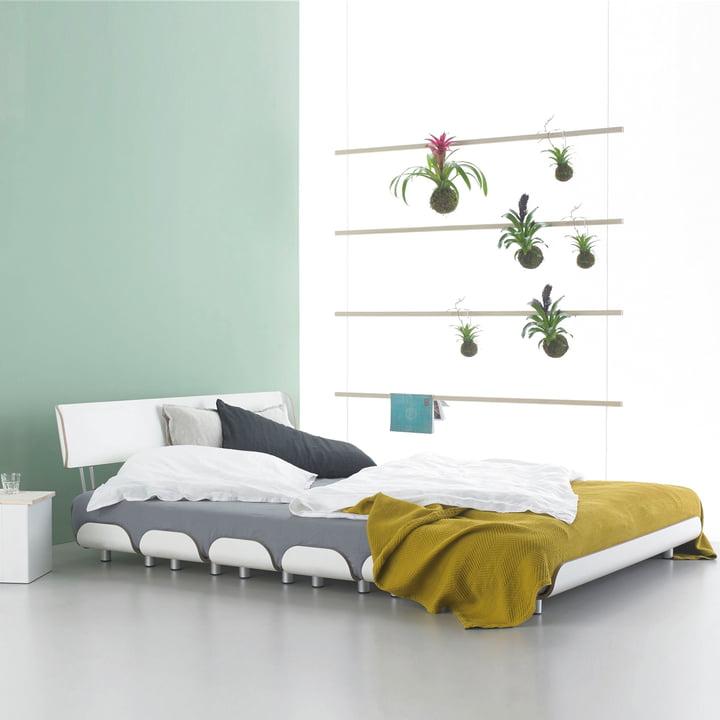 Fauler Strick Garderobe und Tiefschlaf Bett von Stadtnomaden