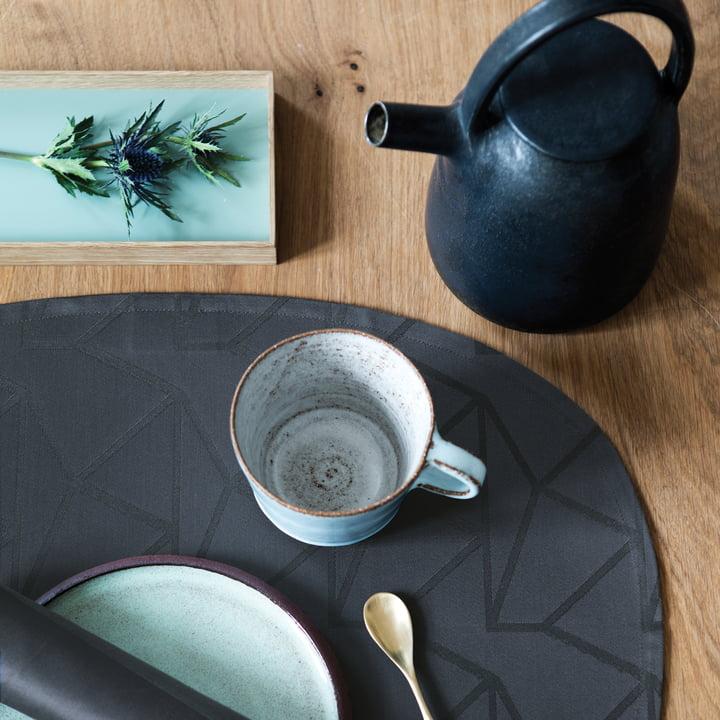 Das Georg Jensen Damask - Arne Jacobsen Tischset, oval / anthrazit auf dem Esstisch