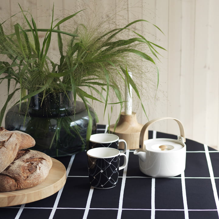 Urna Vase, Oiva Basket Becher, Oiva Teekanne und Stämpel Kerzenhalter von Marimekko