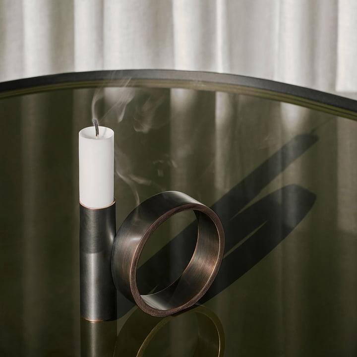 Balance Kerzenhalter von Menu in Messing brüniert