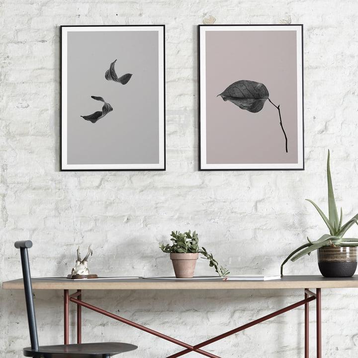 Paper Collective - Sabi Leaf 02 und 03 über dem Tisch platziert