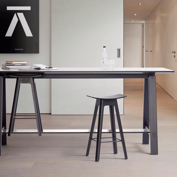 Der Andersen Furniture - HC1 Barhocker am Hochtisch