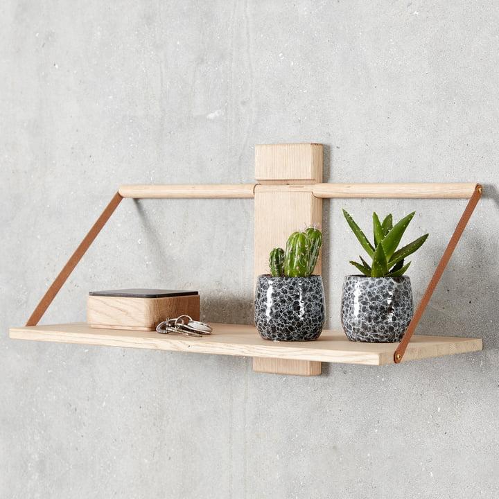 Das Andersen Furniture - Wood Wall Hängeregal, Eiche dekorativ in Szene gesetzt
