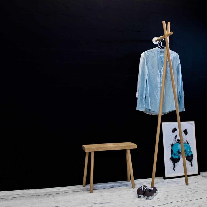 Die kommod - Lenah Garderobe mit Bank und Bild arrangiert