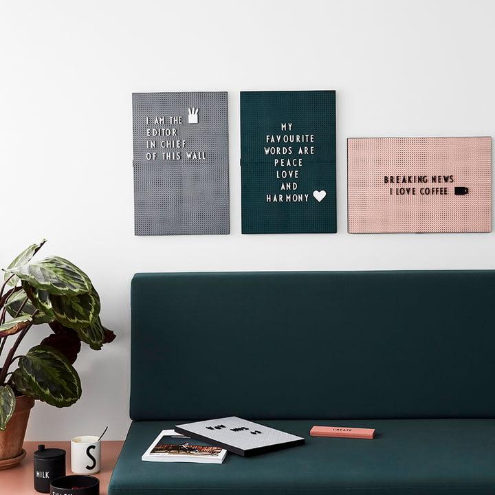 Die Design Letters - Nachrichtentafel über dem Sofa