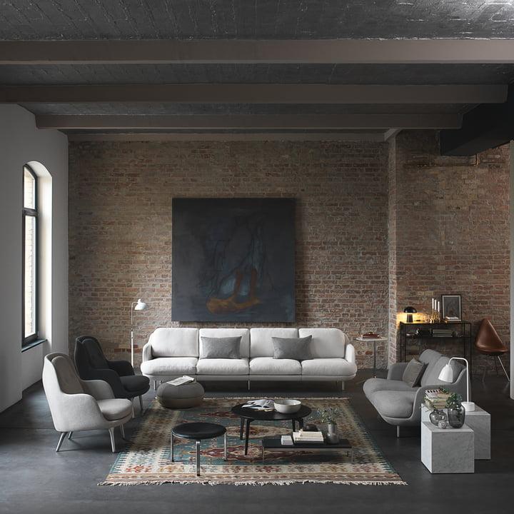 Das Fritz Hansen - Lune Sofa - 2 Sitzer - grau ins Wohnzimmerambiente integriert