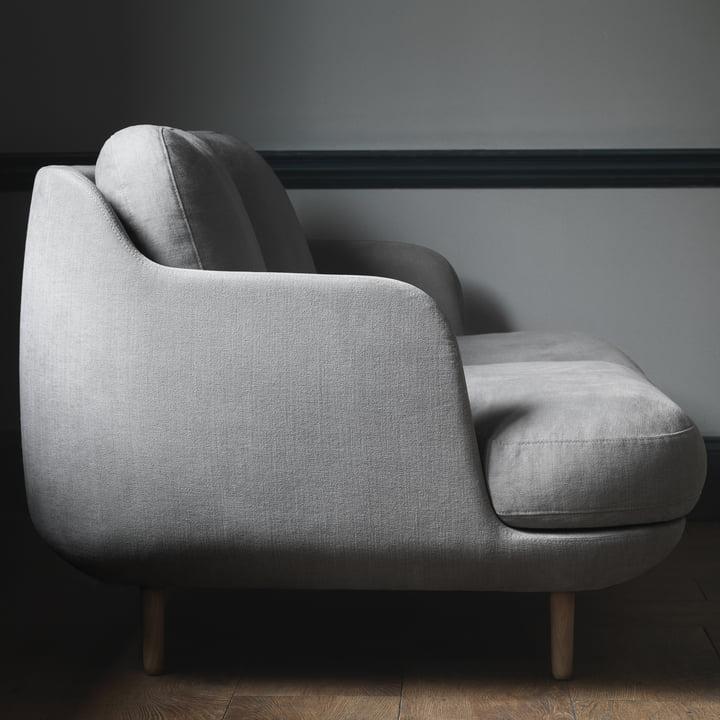 Das Fritz Hansen - Lune Sofa - 2 Sitzer - grau von der Seite