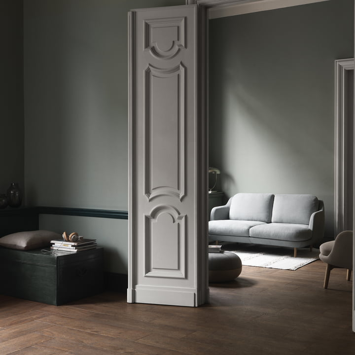 Das Fritz Hansen - Lune Sofa - 2 Sitzer - grau im Wohnbereich