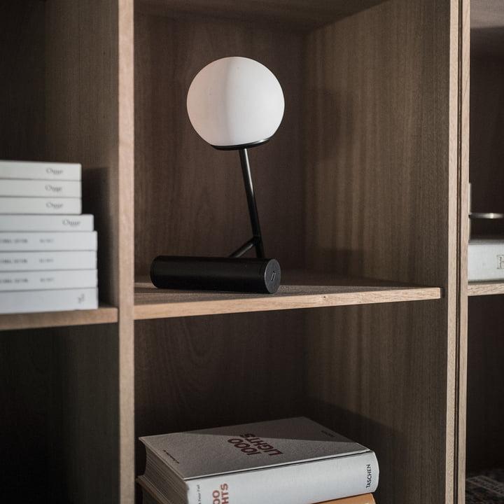 Phare LED Akku-Tischleuchte von Menu in Schwarz