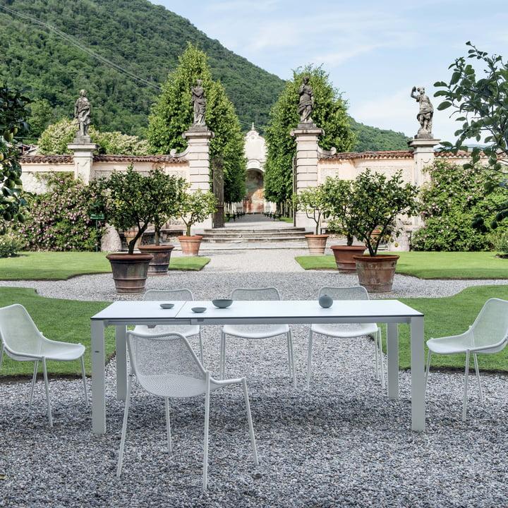 Emu - Round Serie, Stuhl und Tisch im Garten