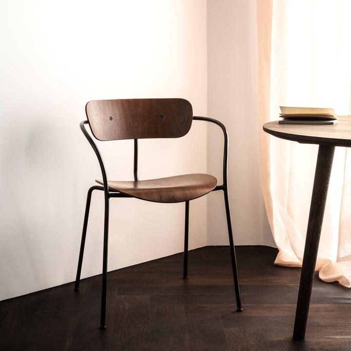 Pavilion Armlehnstuhl von &Tradition mit Rahmen Schwarz / Walnuss lackiert