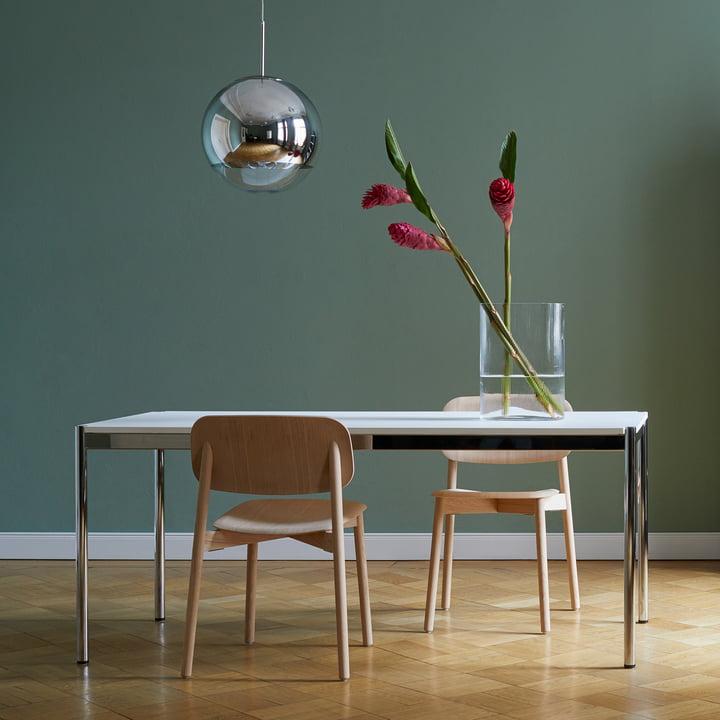Der USM Haller - Tisch, 175 x 75 cm, Gestell Stahl verchromt / Tischplatte MDF, reinweiß (RAL 9010) Im Esszimmer
