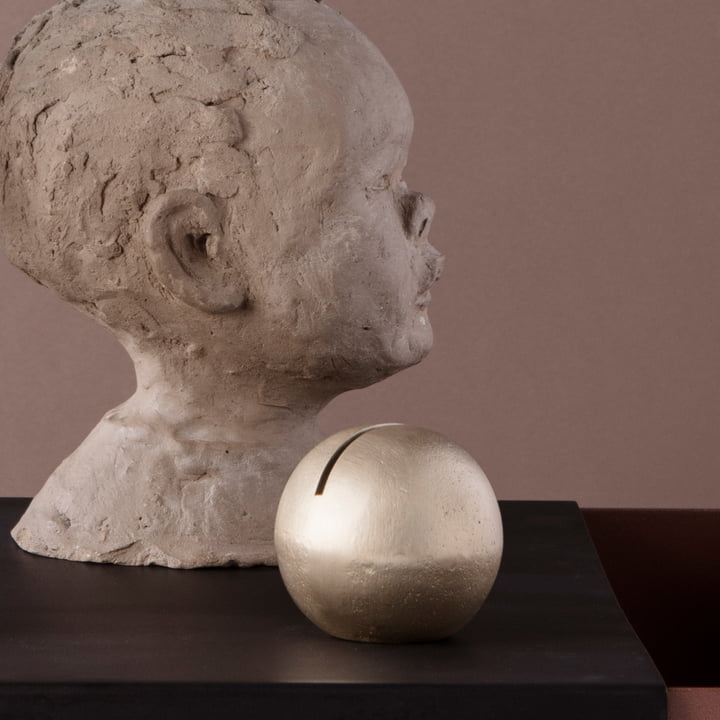 Der ferm Living - Kartenhalter Sphere in Messing