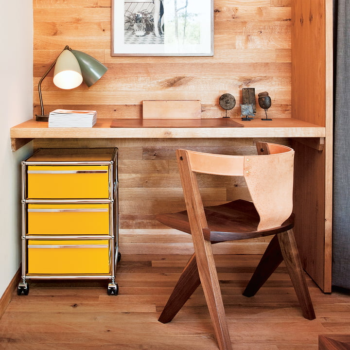 Der USM Haller - Rollcontainer mit drei Schubladen unter dem Schreibtisch