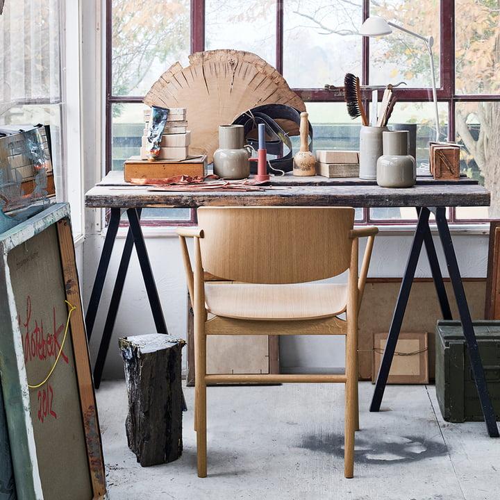 Der Fritz Hansen - N01 Armlehnstuhl in Eiche am Schreibtisch