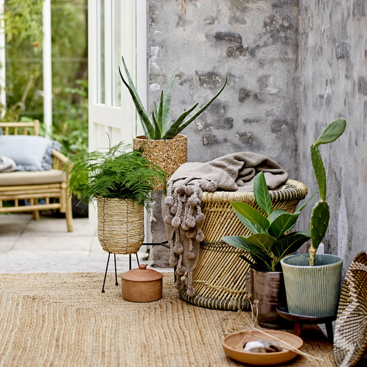 pflanztopf mit gestell von bloomingville connox. Black Bedroom Furniture Sets. Home Design Ideas