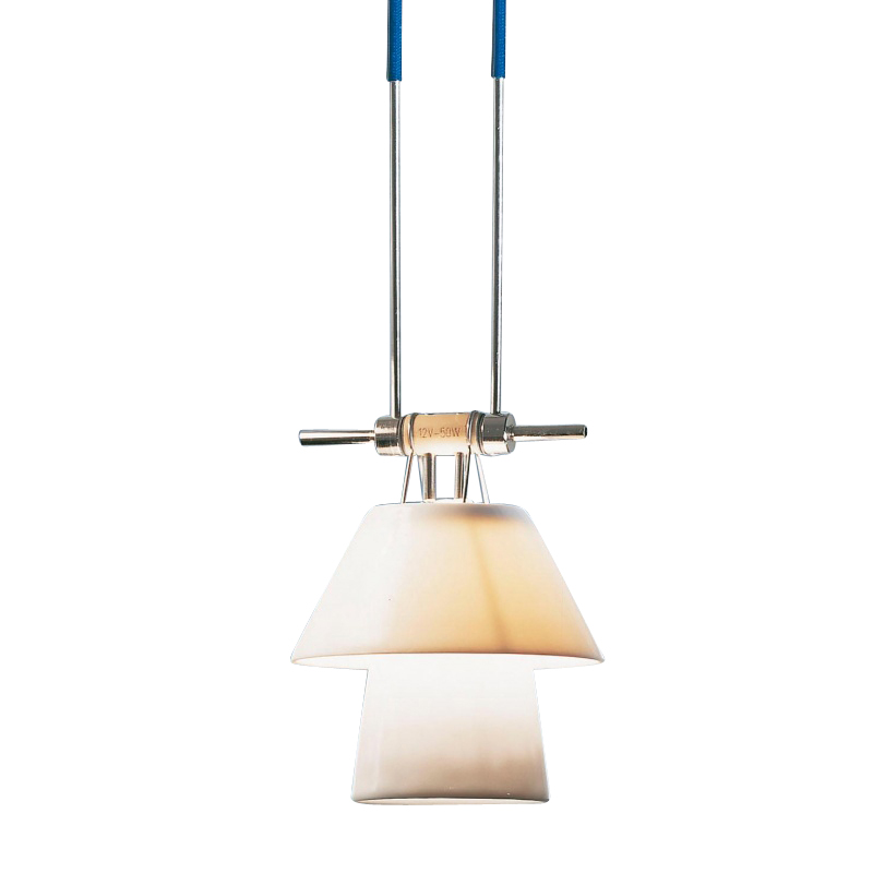 Ingo Maurer - Élément 5 YaYaHo - métal/tube isolant bleu/abat-jour porcelaine/2 câbles L 100cm/réglable en hauteur/excl. HALO GX5,3 12V 50W